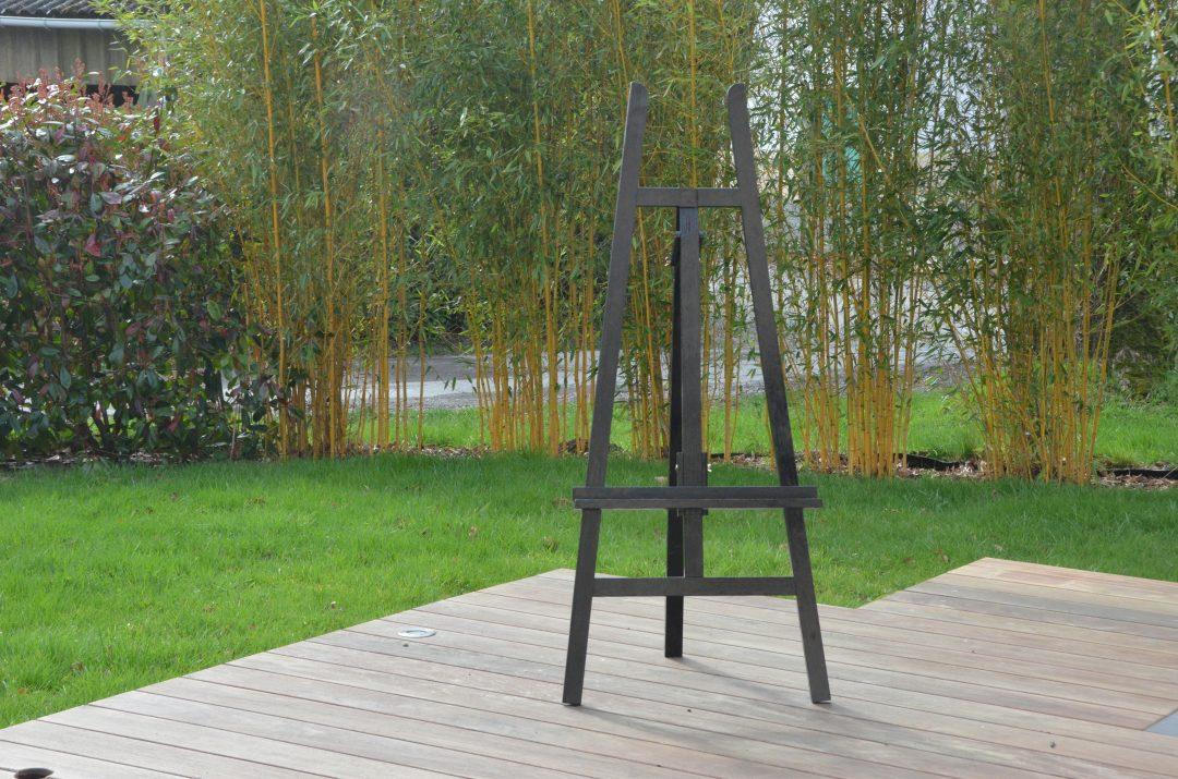 Chevalet en bois noir: 10 €