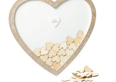 Livre d'or cadre cœur + 60 cœurs : 36,50€